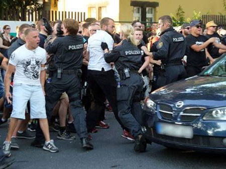 German police clash with far-right outside refugee centre