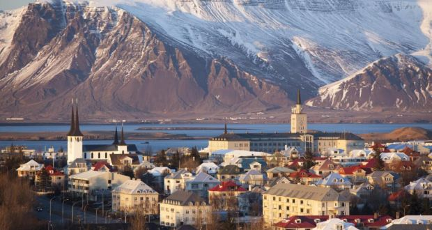 10,000 Icelanders offer to house Syrian refugees