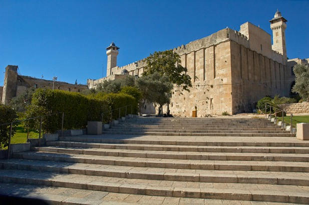 Israel to shut Hebron mosque to Muslims