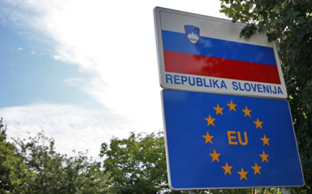 Slovenia to build border 'obstacles' against refugees