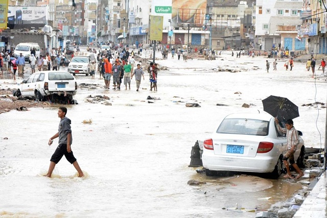 Thousands of Yemeni families displaced by Cyclone Chapala