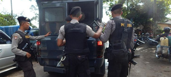 Indonesian police shoot dead two terror suspects