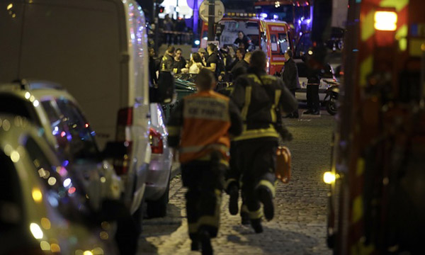 Paris attacks: hostages taken, President orders borders shut