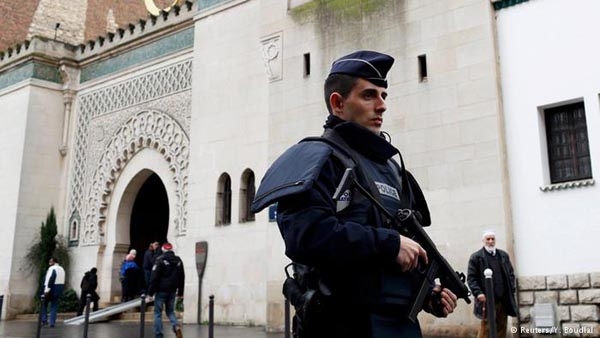 France threatens to shut down mosques