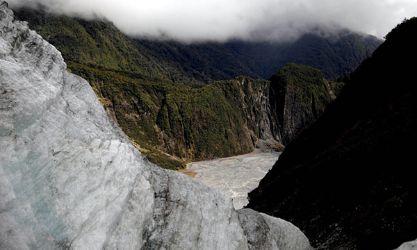 7 die in New Zealand helicopter crash