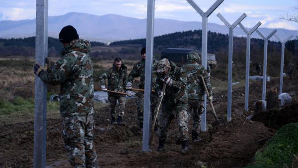 Macedonian army starts building fence on Greek border