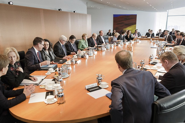 German cabinet approves military aid for ISIL fight