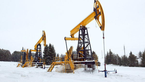 Russia's oil output hits record ahead of possible OPEC talks