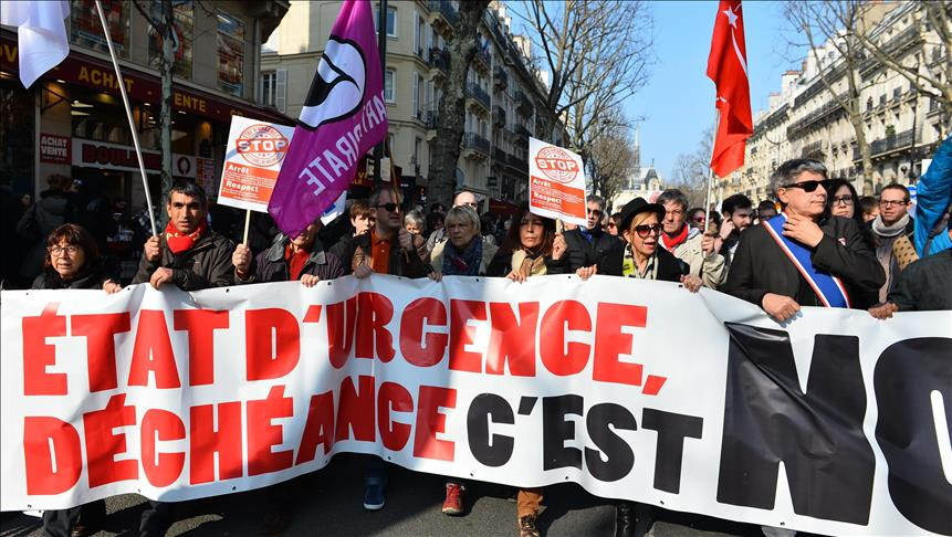 Protesters march against emergency draft law in Paris