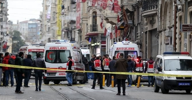 Turkey blames ISIL for Istanbul suicide blast