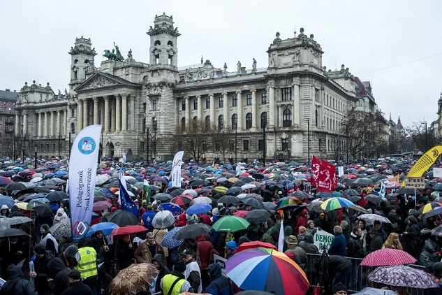 Hungarian teachers stage nationwide walkout