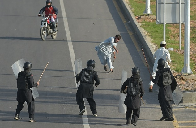 Pakistan prepares to clear Islamabad sit-in
