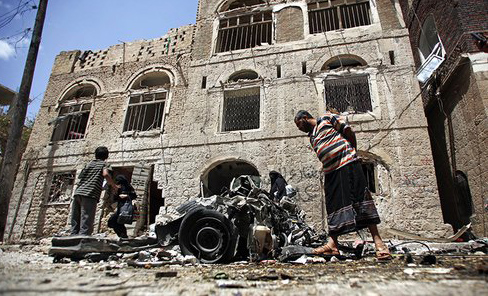 Car bombs hits Yemen army recruits in Aden