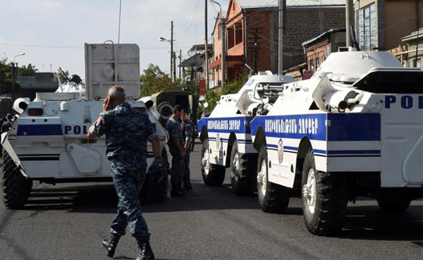Shootout injures five as Armenia standoff drags on