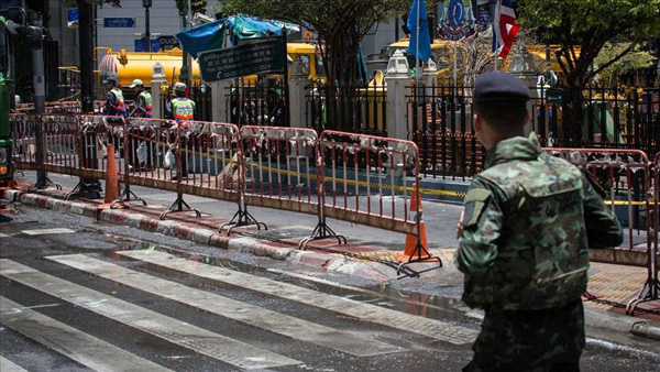 Bomb attacks injure 2 police officers in Thai south