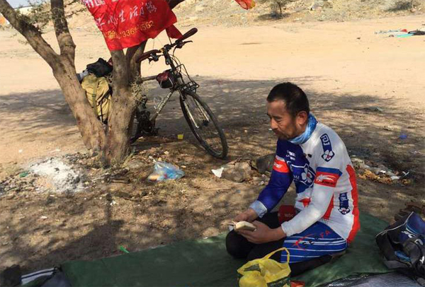 Man rides his bike from China to Makkah for Hajj