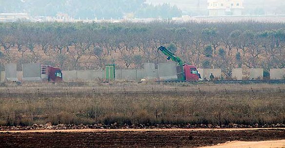 Construction of Turkish-Syrian border wall continues