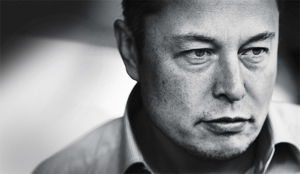Tesla defends plan to acquire SolarCity