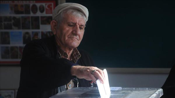 Bulgarians vote in second round of presidential race