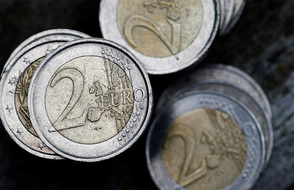 Euro, pound fall back against dollar