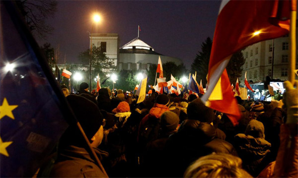 Poland president in crisis talks on third day of protests