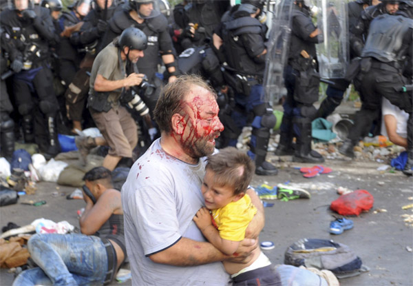Hungary police block more than 100 refugees
