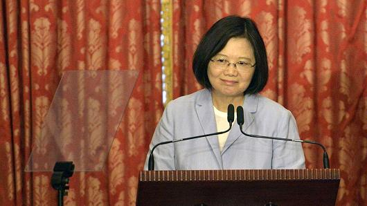 Taiwan says president to transit in US