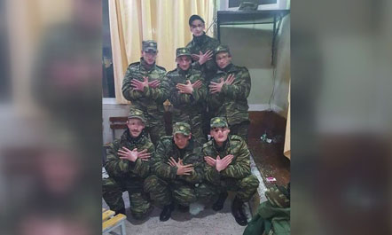 Seven Greek soldiers held for making Albanian symbol