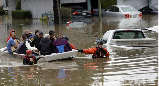 Thousands flee flooding in northern California