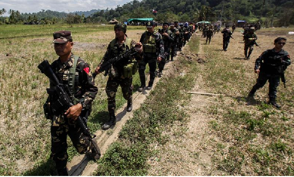 US gives Philippines anti-terror weapons