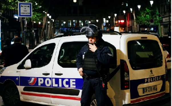 Man arrested in Paris after knife attack on soldier
