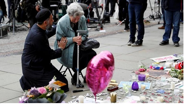 Anonymous Muslim opens arms to grieving Mancunians