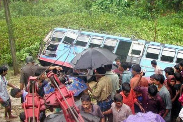 Bus-truck collision kills 22 in northern India