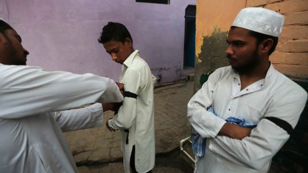 India: Muslims wear black armbands to protest lynchings