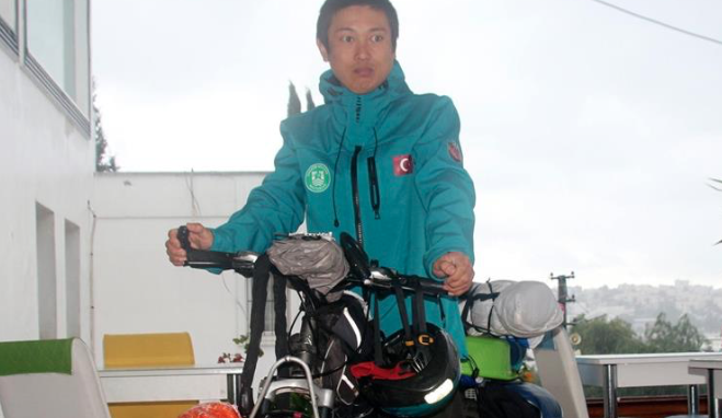 Japanese cyclist arrives in Turkish Aegean
