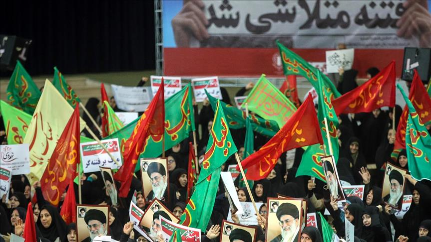 Thousands rally in support of government in Iran