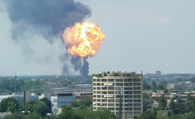 Huge explosion hits area near Bologna airport