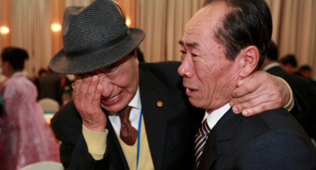 Koreas hold first family reunions in years
