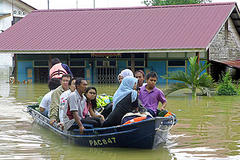 Malaysia vows fast aid after floods