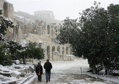 Winter storm leaves Greece covered in snow