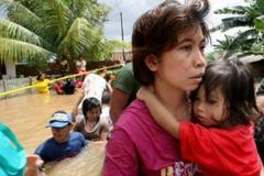 Indonesia floods uproot thousands