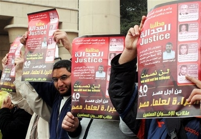 Student protests against Islamist leaders' military trial