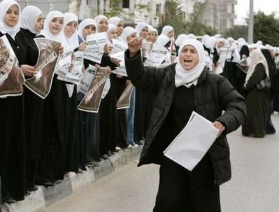 Gazans set to form 'human chain' protest