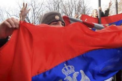 Bosnia Serbs try to storm US consulate
