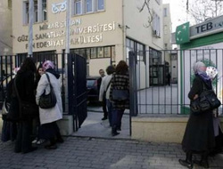 Headscarved girls demand access to Turk campuses