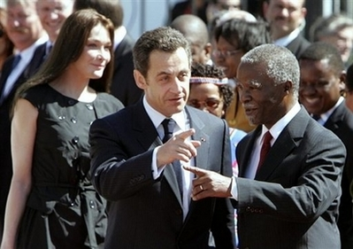 Sarkozy to review Africa defence pacts