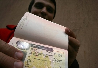 UK gov't launches new immigration points system