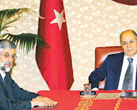 Iranian and Turkish officials pledge closer cooperation