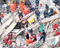Building collapse brings quake fears