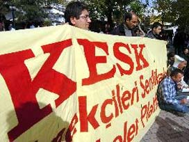 Turk workers clash with police in welfare protests